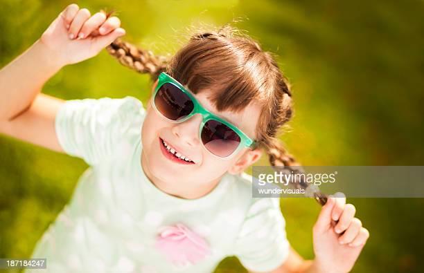 かわいい女の子サングラスを着ている