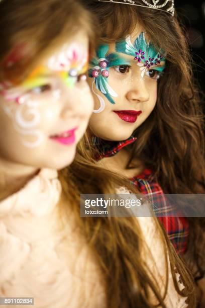 Niedlichen Mädchen mit Bemalung