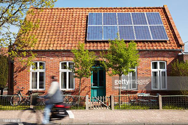 cute house - frontaal stockfoto's en -beelden