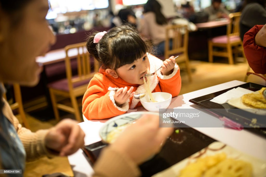 Cute japanese girl have lunch with mom : ストックフォト
