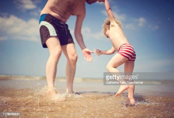 cute kid on the beach - värmebölja bildbanksfoton och bilder