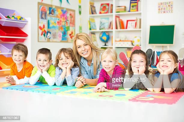 Niedlichen Kinder in kindergarden.