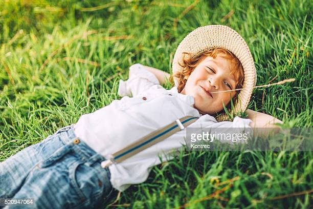 cute little boy on sunny day outdoors - strohoed stockfoto's en -beelden
