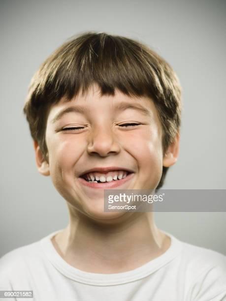 cute little boy smiling - solo un bambino maschio foto e immagini stock