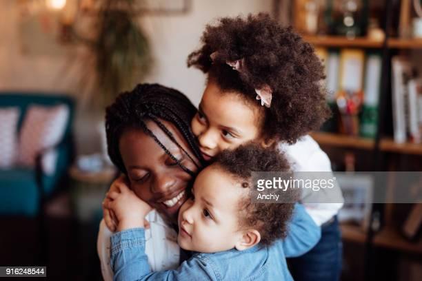 かわいい小さな家族ハグ - interracial cartoon ストックフォトと画像