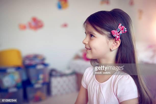 Niedliche kleine Mädchen Lächeln