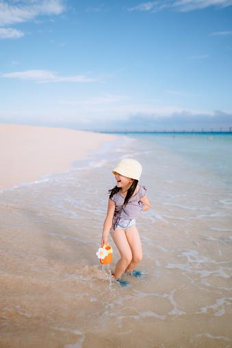 Cute preschool girl having fun on beach, Miyakojima, Okinawa, Japan - gettyimageskorea
