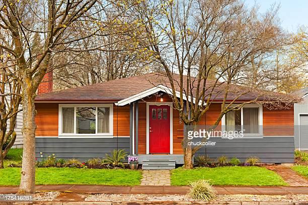 un semplice casa - semplicità foto e immagini stock