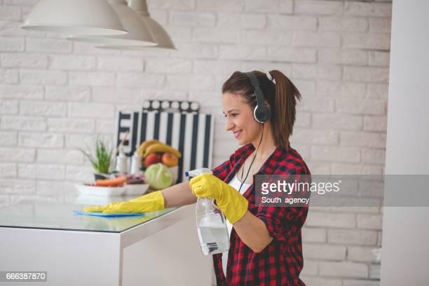 Nette Frau Reinigung