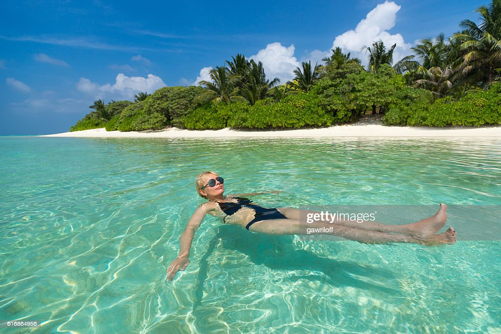 Cute woman relaxing on the tropical beach : Stock Photo
