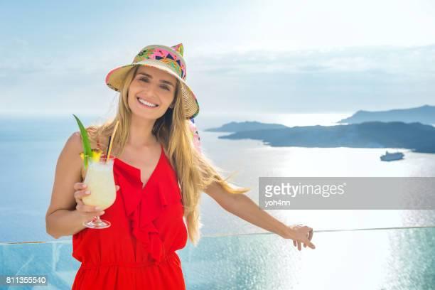 Nette Frau & Vulkan & cocktail