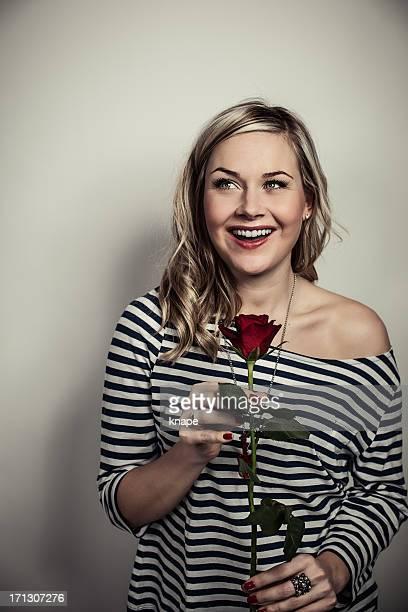 cute woman with a red rose - alleen één mid volwassen vrouw stockfoto's en -beelden