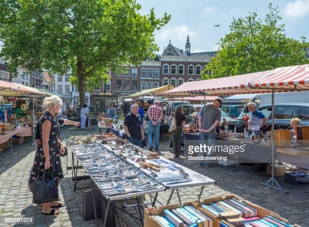 bestek op gouda brokante markt - nederzettingen stockfoto's en -beelden