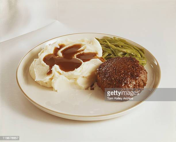 Cutlet, mashed potatoes and green bean on plate