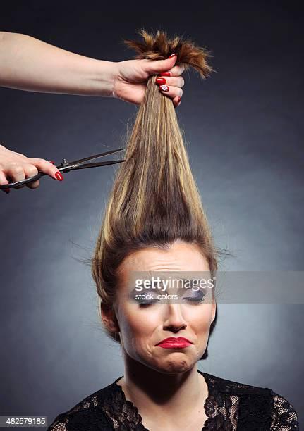 couper les cheveux - coiffure photos et images de collection