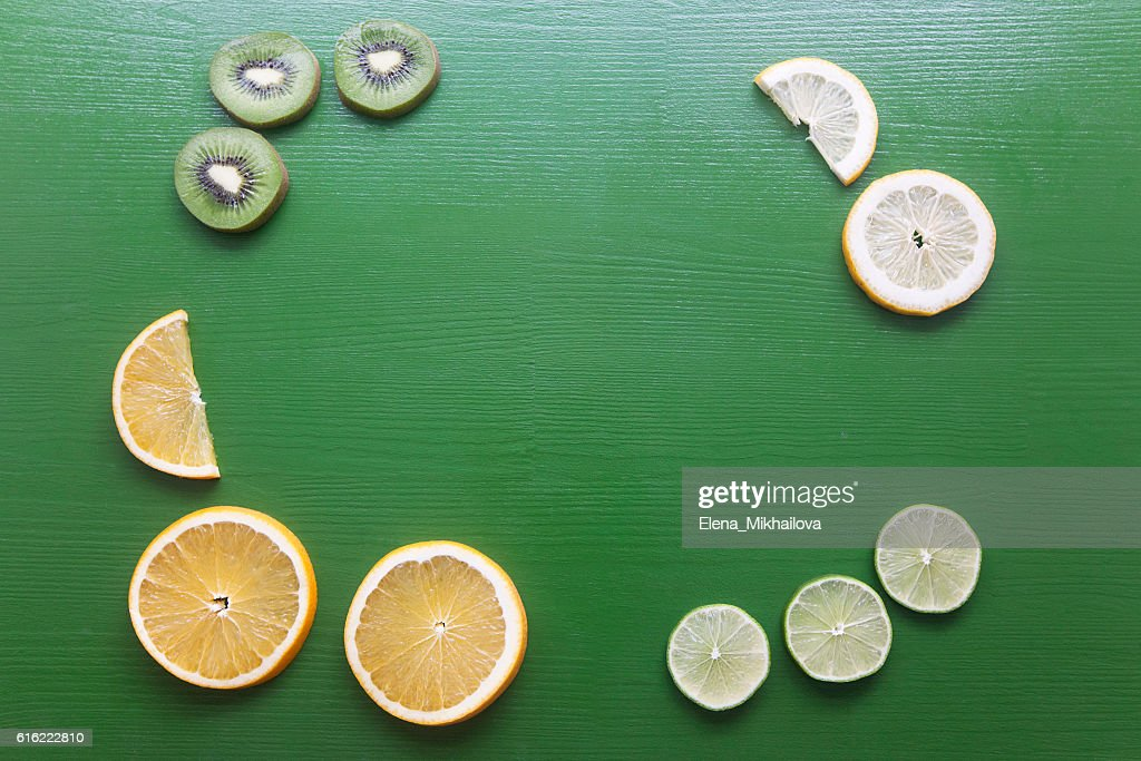 Cutting of fruit on a green background : Stockfoto