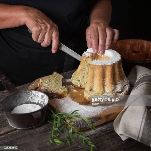 corte tarta de estragón - eslovenia fotografías e imágenes de stock