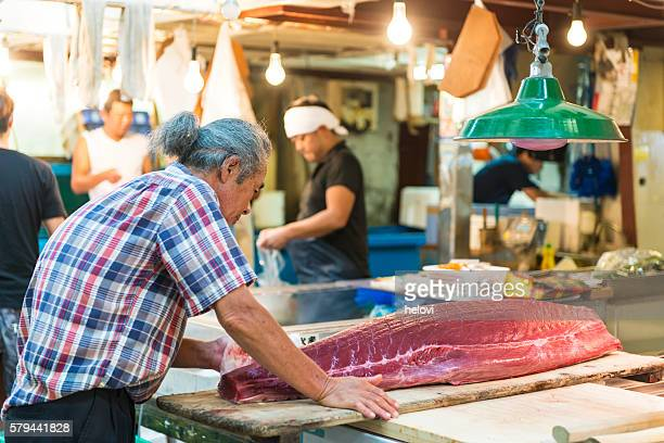 Cutting tuna on fishmarket