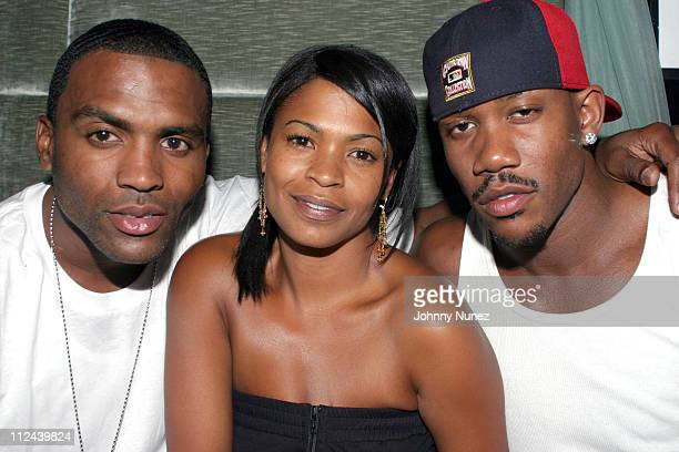 Cuttino Mobley of the Houston Rockets Nia Long and Stephon Marbury of the Phoenix Suns