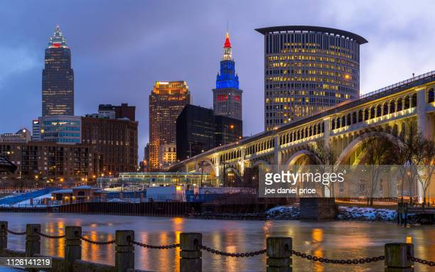 cuyahoga river, detroit-superior bridge, skyline, cleveland, ohio, america - cleveland ohio stock pictures, royalty-free photos & images