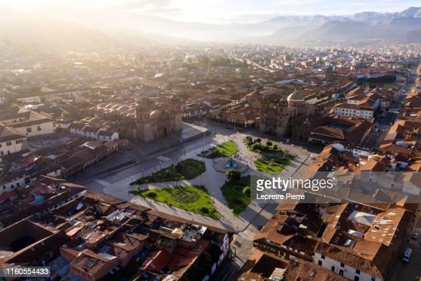 cuzco (cusco) sunrise - peru - aerial view - provinz cusco stock-fotos und bilder