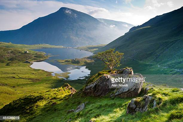 cwm idwal, snowdonia, north wales - northern europe stock pictures, royalty-free photos & images