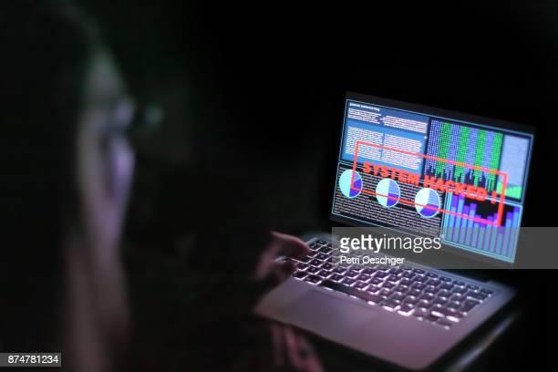 cyber attacks - verbrechen stock-fotos und bilder