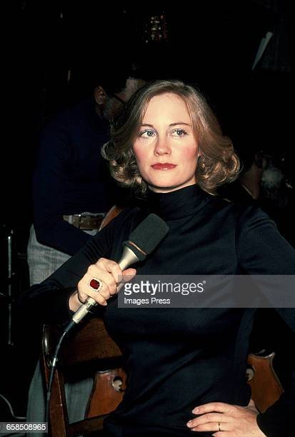 Cybill Shepherd sings cabaret circa 1979 in New York City