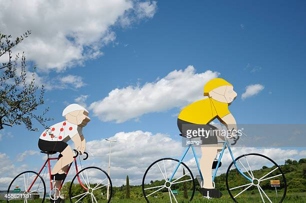 cycle pursuit in the tour de france - yellow jersey cycling vest stock pictures, royalty-free photos & images