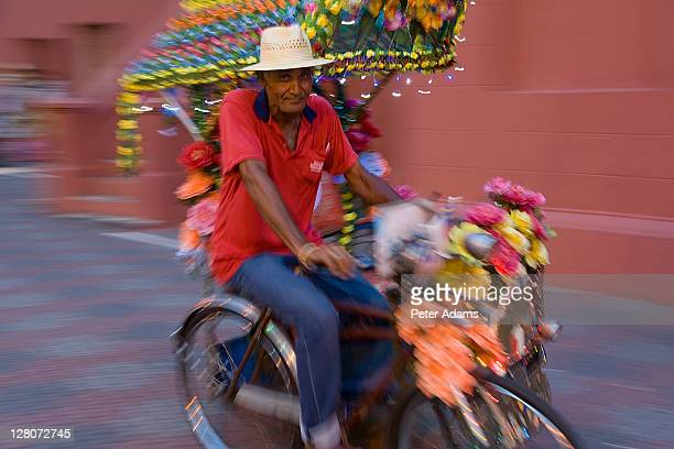 cycle rickshaw, melaka, malaysia - peter adams stock pictures, royalty-free photos & images