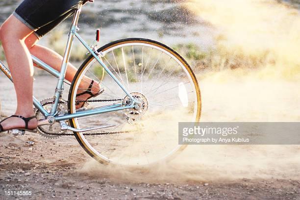 cycle ride - human powered vehicle fotografías e imágenes de stock