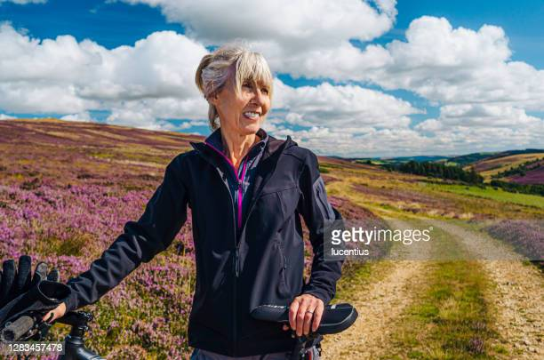 cycle trail through the heather - scottish highlands stock pictures, royalty-free photos & images