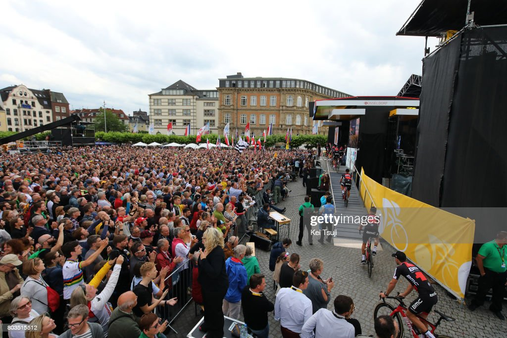 Cycling: 104th Tour de France 2017 /  Team Presentation : ニュース写真