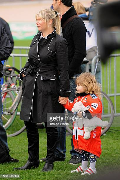108th ParisRoubaix 2010 Steffie Wife Femme Vrouw Guiliana Daughter Fille Dochter / Fabian CANCELLARA / Compiegne Roubaix / Parijs / Tim De Waele