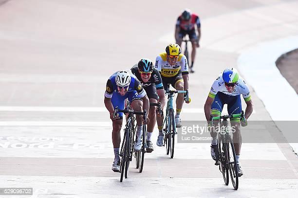 114th Paris - Roubaix 2016 Arrival Sprint / HAYMAN Mathew / BOONEN Tom / STANNARD Ian / VANMARCKE Sep / Compiegne - Roubaix / Parijs PR / Tim De...