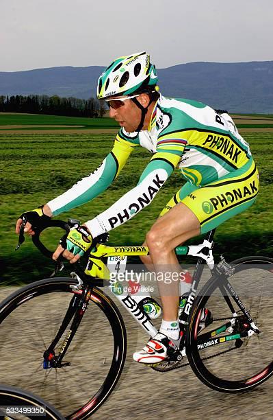 Cycling, 2004 Tour of Romandie. Oscar Camenzind during stage 1. Cyclisme, Tour de Romandie 2004. Oscar Camenzind dans la première étape.