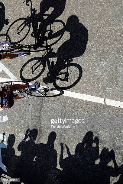 45th Amstel Gold Race 2010 Illustration Illustratie / Peleton Peloton / Cauberg / Shadow Hombre Schaduw / Public Publiek Spectators / Maastricht -...
