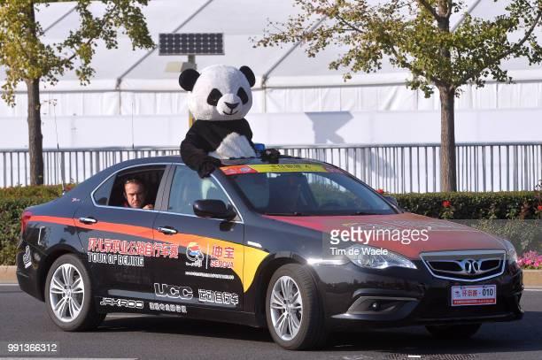 4Th Tour Of Beijing 2014 Stage 5 Panda Bear Oers Beer Car Voiture Auto Illustration Illustratie Tian An Men Square Bird'S Nest Piazza / Ronde Peking...