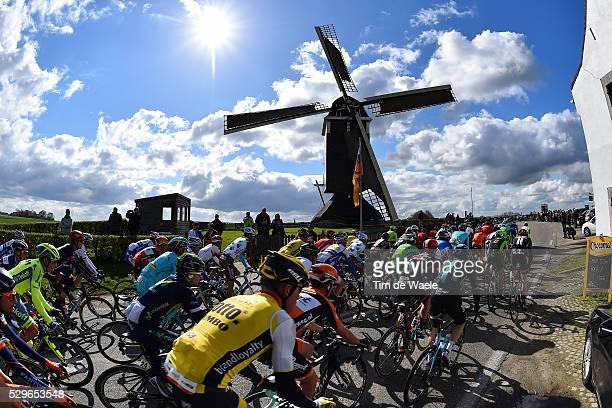 51st Amstel Gold Race 2016 Illustration Illustratie / Silhouet / Peleton Peloton / Landscape Paysage Landschap / Wind Mill Moulin Molen/ Maastricht...