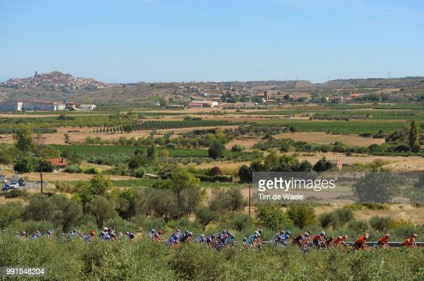 65Th Tour Of Spain 2010 Stage 13Illustration Illustratie Peleton Peloton Rioja Vineyards Vignobles Wijngaard Landscape Paysage Landschap Rincon De...