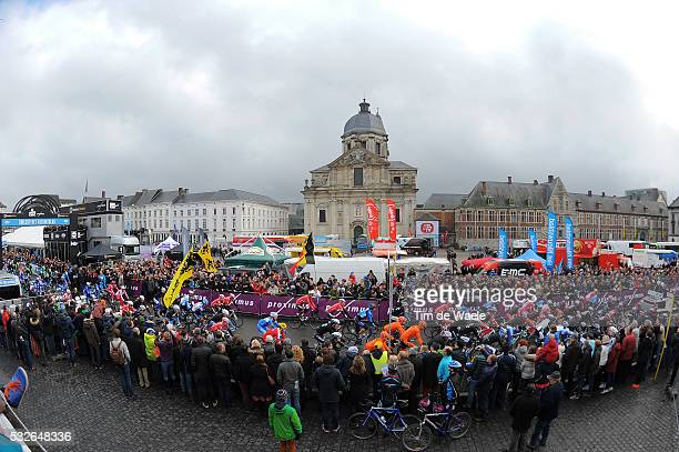69th Omloop Het Nieuwsblad 2014 Illustration Illustratie / Peleton Peloton / Public Publiek Spectators / Sint Pietersplein / Landscape Paysage...