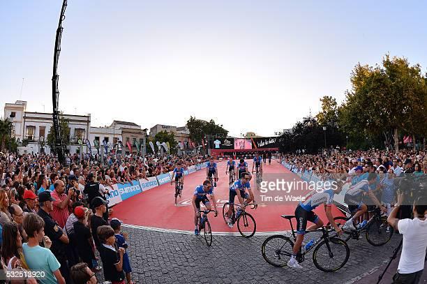 69th Tour of Spain 2014 / Team Presentation Team Garmin Sharp / Illustration Illustratie / HESJEDAL Ryder / MARTIN Daniel / Public Publiek Spectators...