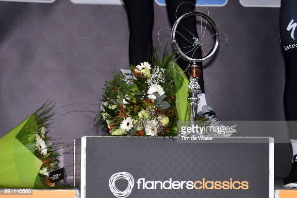 70Th Omloop Het Nieuwsblad 2015 Illustration Illustratie Podium Stannard Ian / Boonen Tom / Legs Jambes Benen Throphe Trofee Gent Gent / Flanders...