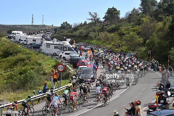 70th Tour of Spain 2015 / Stage 14 Illustration Illustratie/ Peloton Peleton/ Landscape Paysage/ Mountains Montagnes Bergen/ Public Spectators/ Fans...