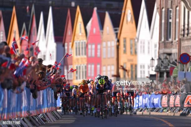 90th Road World Championships 2017 / Women Elite Road Race Peloton / Bergen City / Fans / Public / Bergen - Bergen / RR / Bergen / RWC /