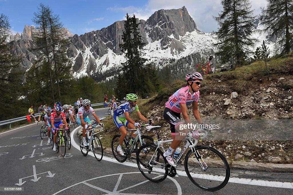 94th Giro Italia 2011/ Stage 14 Illustration Illustratie / Peleton Peloton / PASSO GIAU (2236m)/ Mountains Montagnes Bergen / Landscape Paysage Landschap / CONTADOR Alberto (ESP) Pink Jersey / NIBALI Vincenzo (ITA)/ KREUZIGER Roman (CZE)/ SCARPONI Michele (ITA)/ Lienz - Monte Zoncolan 1730m (175 Km)/ Tour of Italie / Tour d'Italie / d'Italia / Ronde van Italie / Etape Rit/(c)Tim De Waele