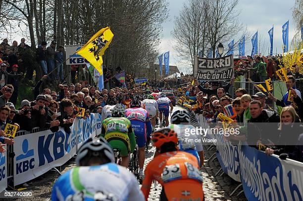96th Tour of Flanders 2012 Illustration Illustratie / OUDE KWAREMONT / Peleton Peloton / Public Publiek Spectators Fans Supporters / Brugge -...
