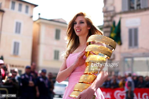 97Th Tour Of Italy 2014 Stage 8 Start Miss Hostess Model Trophy Trofee Cup Coupe Foligno Montecopiolo 1235M / Giro Tour Ronde Van Italie Etape Rit /...