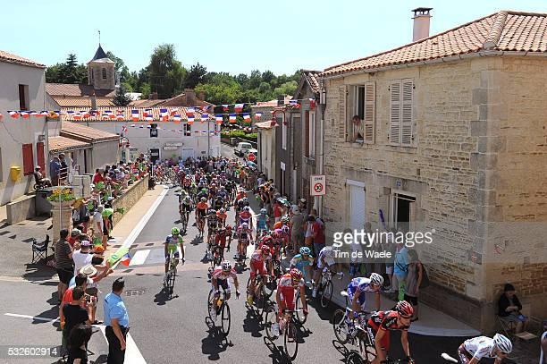 98th Tour de France 2011 / Stage 1 Illustration Illustratie / Peloton Peleton / PADRES City Ville Stad / Landscape Paysage Landschap / Passage Du...