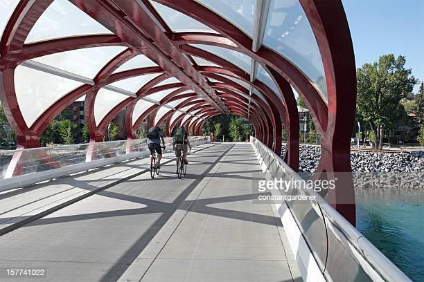 Cycling über die Peace Bridge Calgary